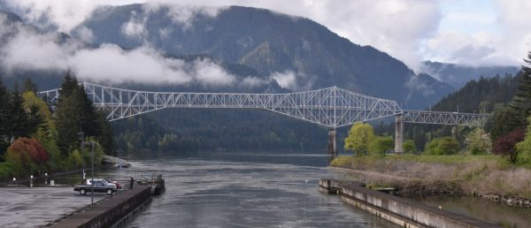 https://vintagetourbus.com/wp-content/uploads/2016/01/Cascade-Lock-Bridge-of-the-Gods-600x258.jpg