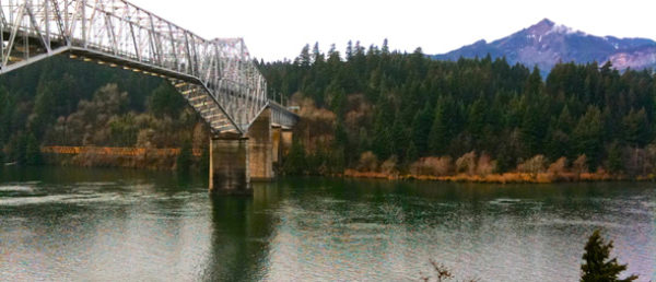 https://vintagetourbus.com/wp-content/uploads/2016/01/Cascade-Locks-Bridge-of-the-Gods-1-600x258.jpg