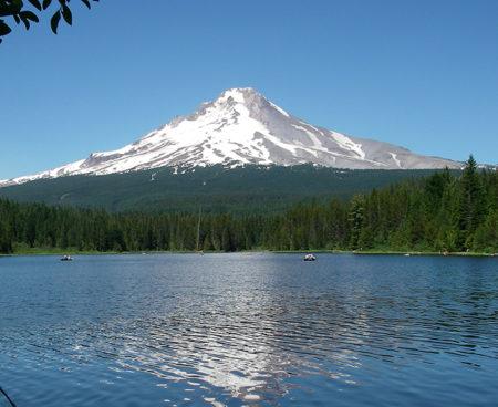 https://vintagetourbus.com/wp-content/uploads/2016/01/Mt-Hood-Trillum-Lake-3-450x368.jpg