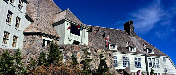 https://vintagetourbus.com/wp-content/uploads/2016/01/Timberline-Lodge-exterior-600x258.jpg